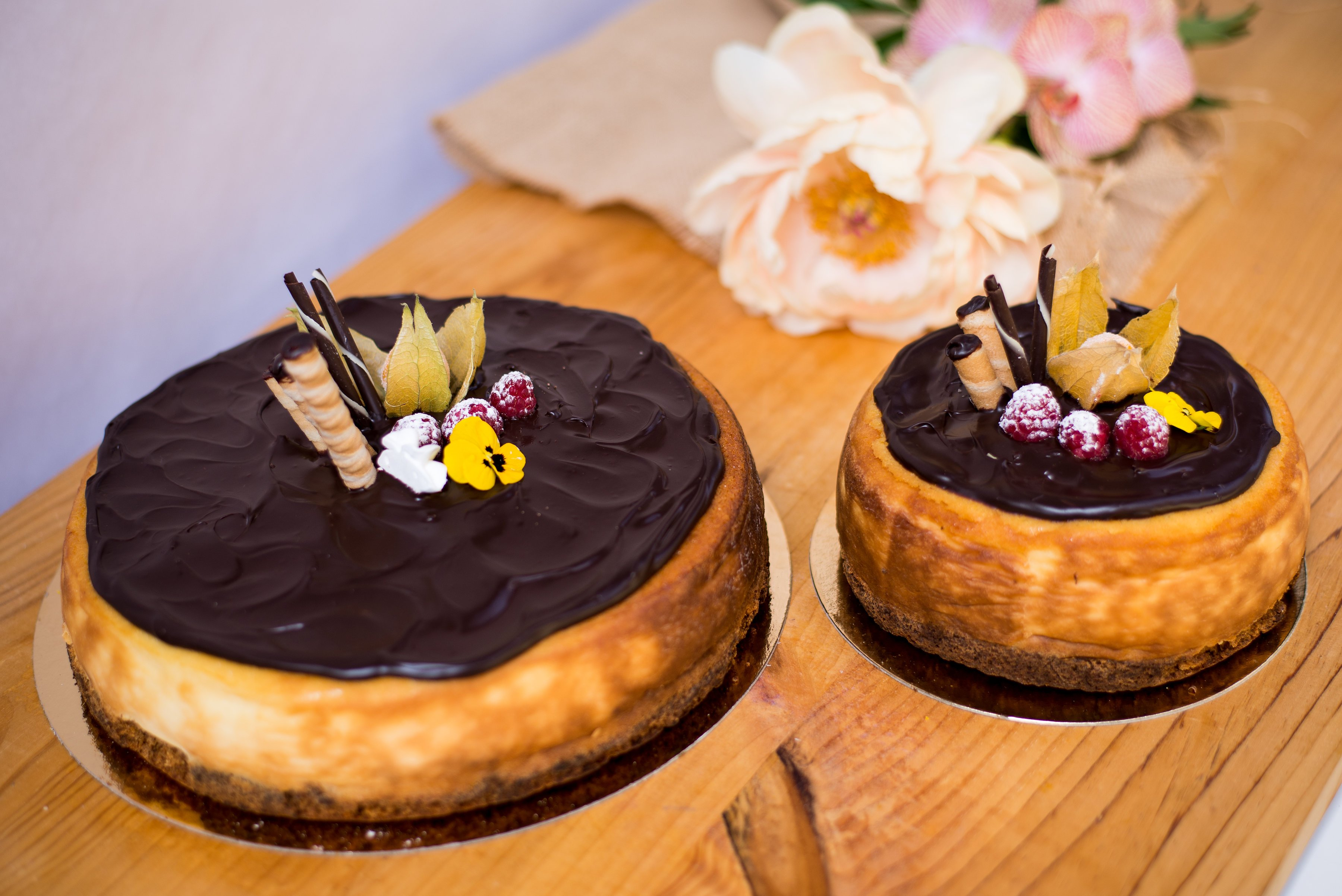 <b>Tarta de queso </b> <br>con chocolate