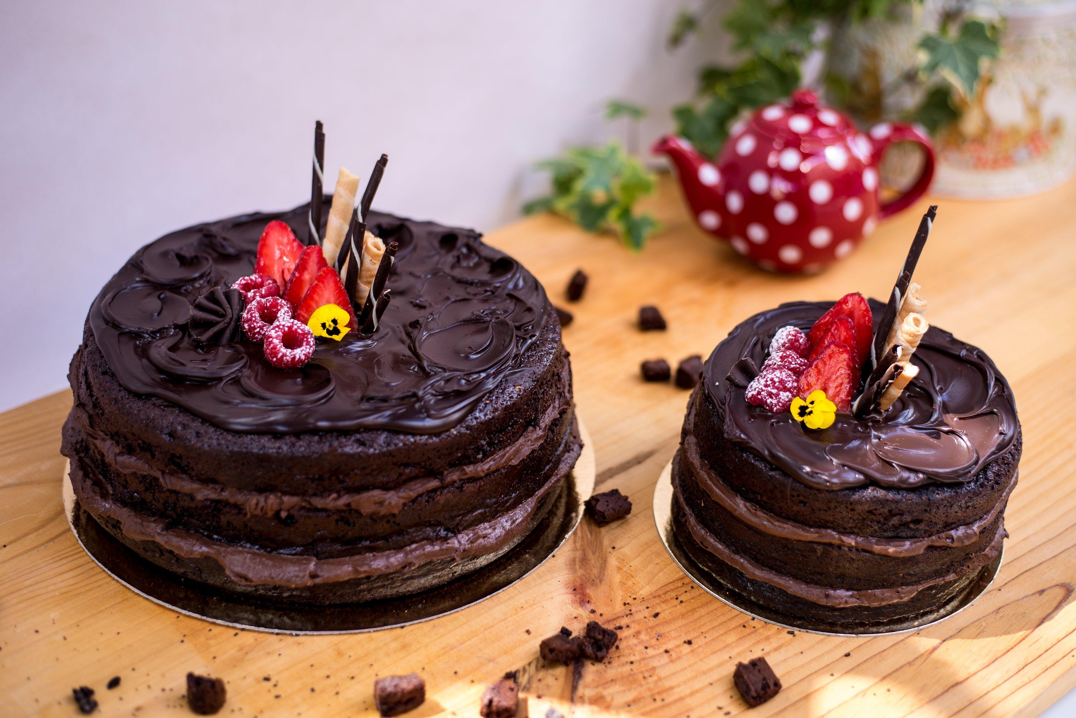 <b>Tarta de chocolate </b> <br>con chocolate