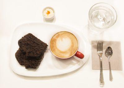 Bizcocho con cafe