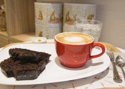 Bizcocho y cafe