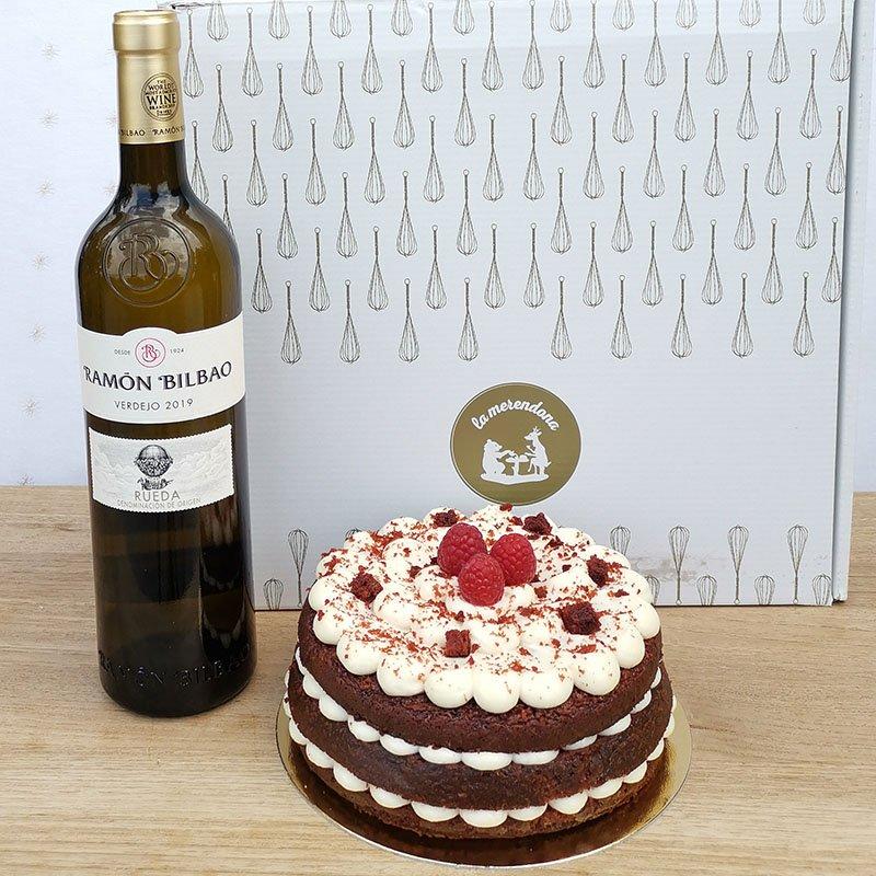 <b>Celebramos con tarta Red Velvet y vino blanco</b><br>