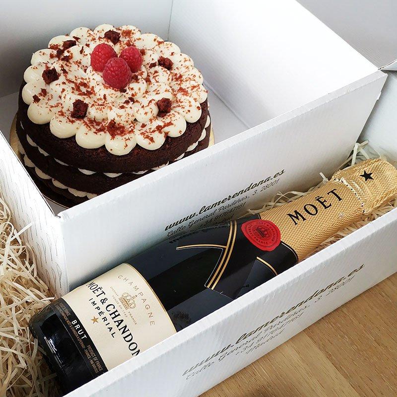 <b>Celebramos con tarta Red Velvet y Moet Chandon</b><br>